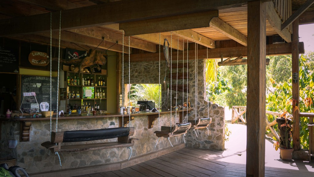Utopia Lodge, Swingers Bar